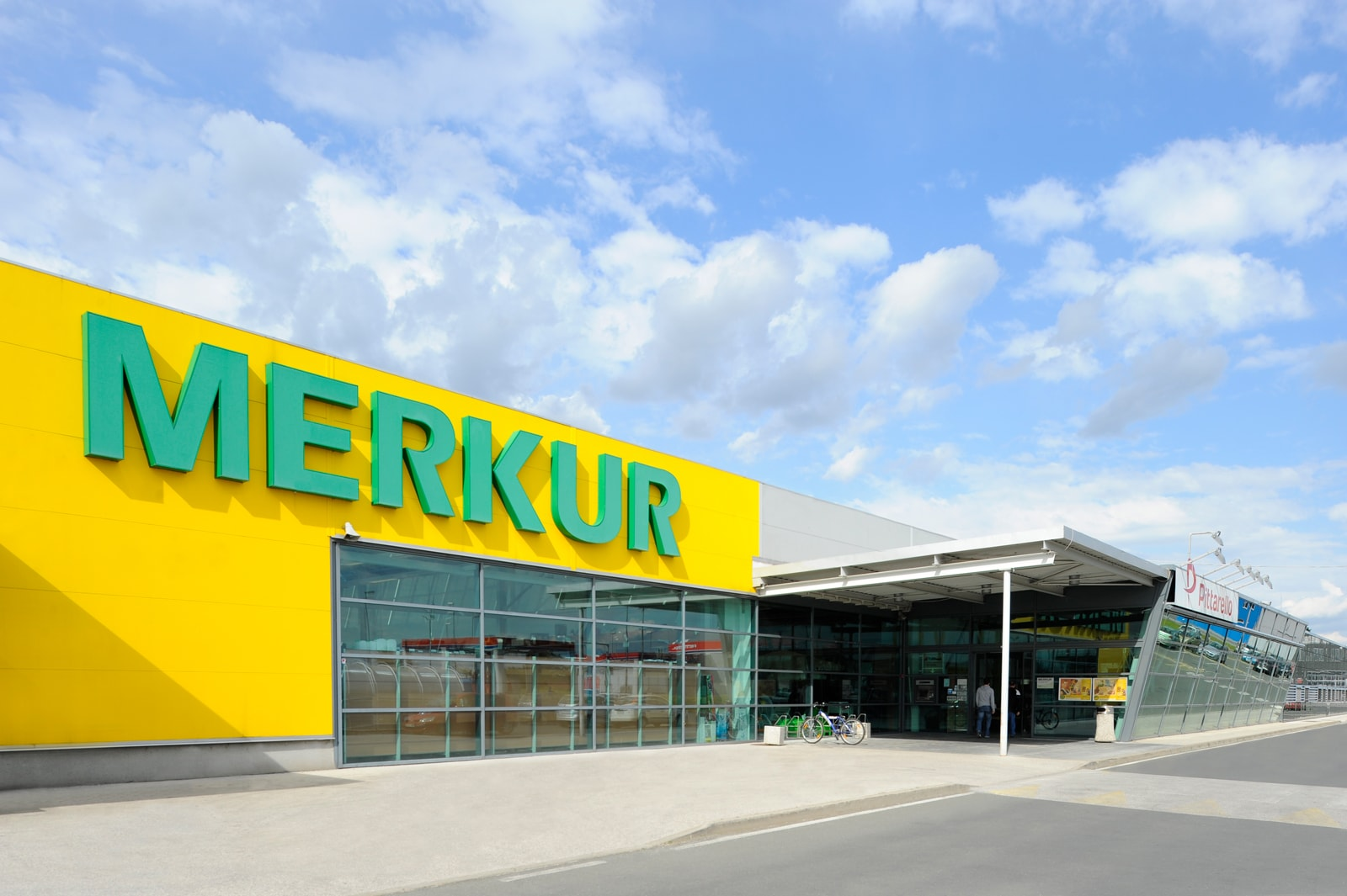 MERKUR – Superbrands v času krize